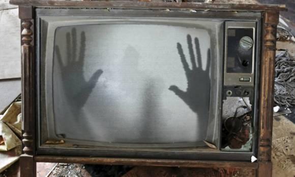 Руки призраков в телевизоре